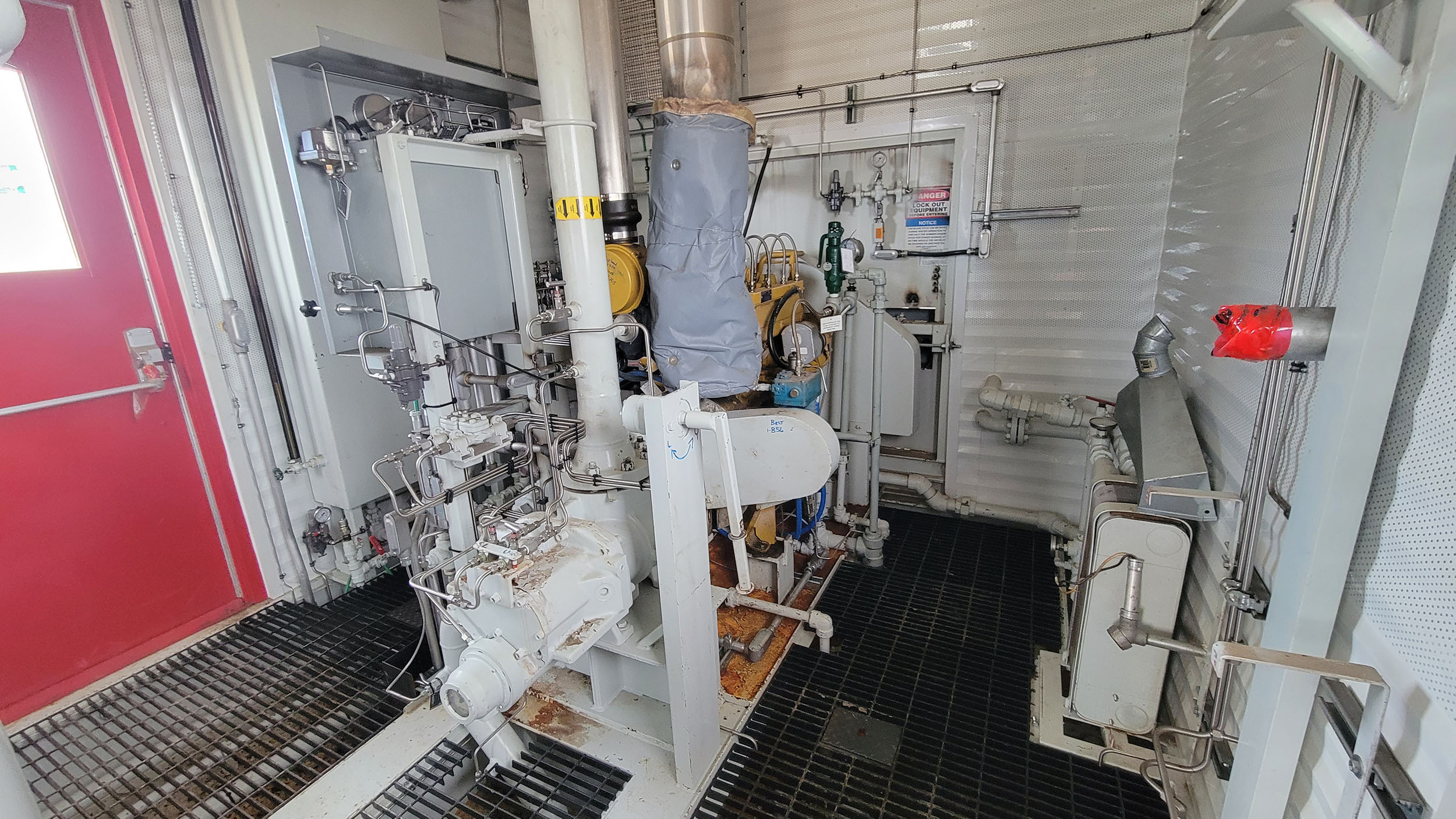 Used 95HP Natural Gas Screw Compressor CAT 3304NA and Kobelco 16LV CJV1947 for sale in Alberta Canada oilfield oil and gas energy equipment interior 2