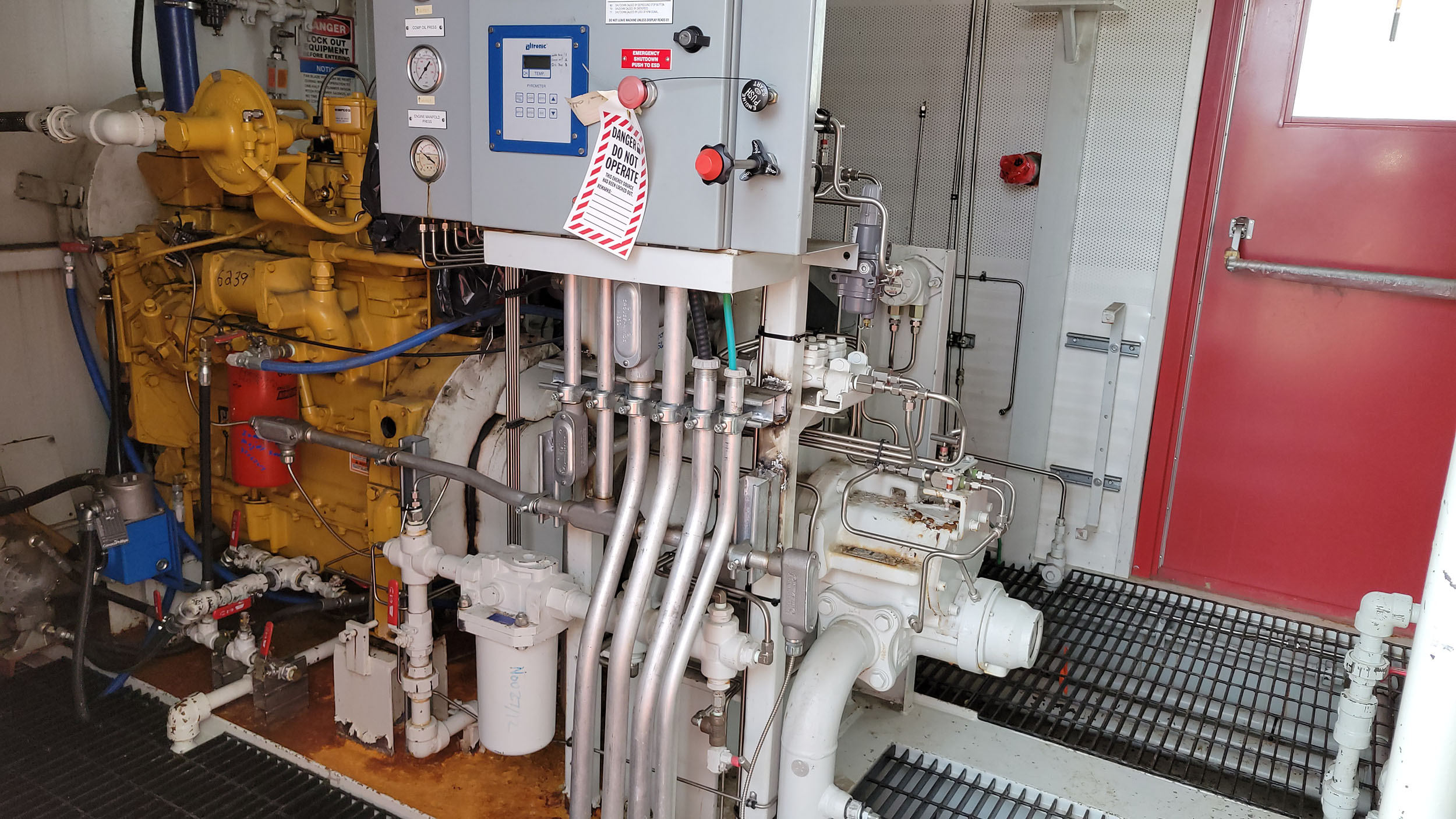 Used 95HP Natural Gas Screw Compressor CAT 3304NA and Kobelco 16LV CJV1947 for sale in Alberta Canada oilfield oil and gas energy equipment interior 3
